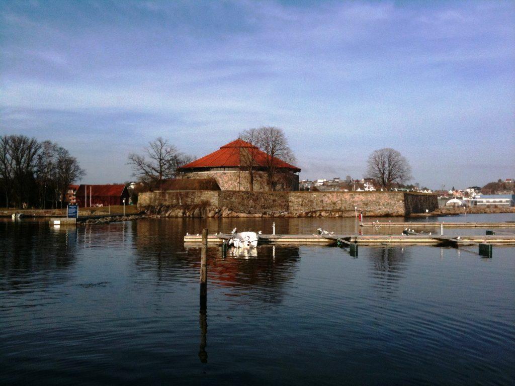 Festningsbygg ved havna i Kristiansand